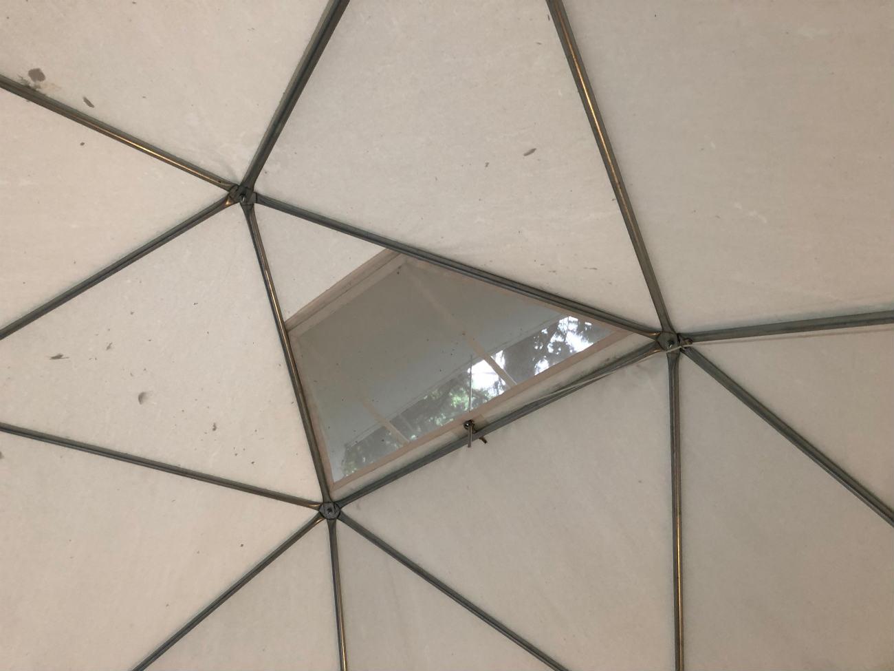 球体テントの天窓