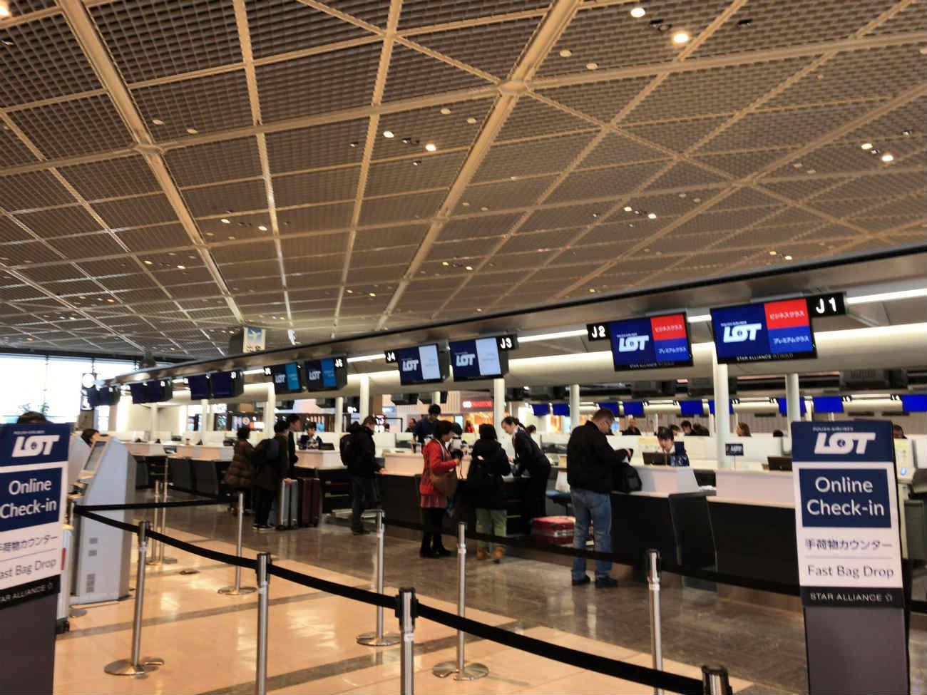 ポーランド航空チェックインカウンター