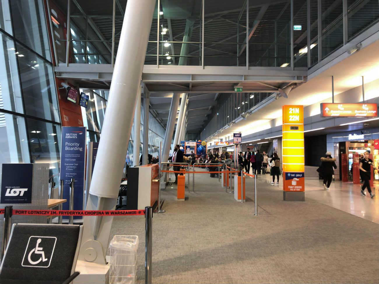 ワルシャワ空港のゲート周辺