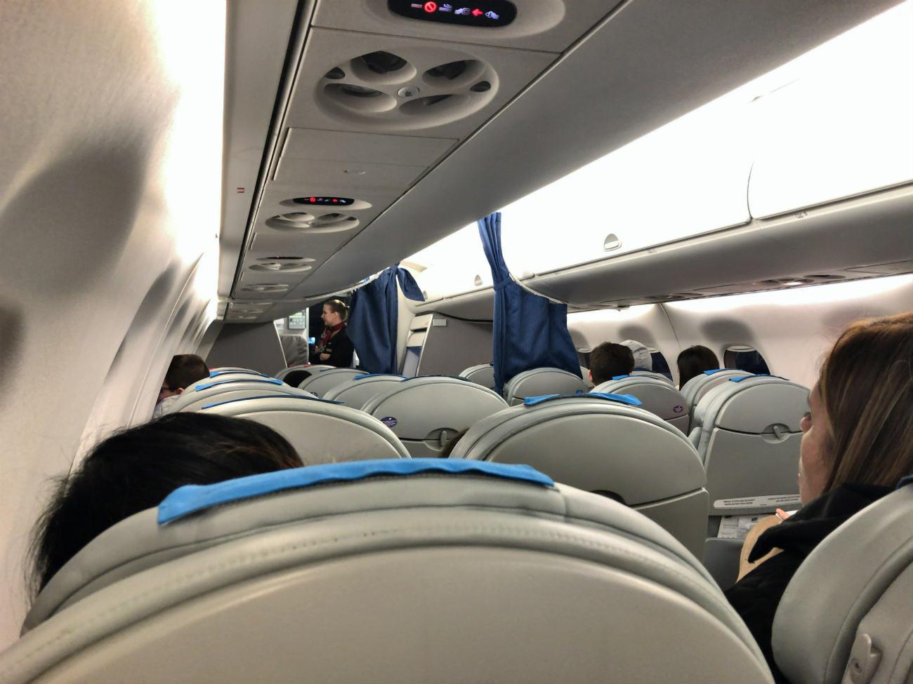 ポーランド航空機内の様子