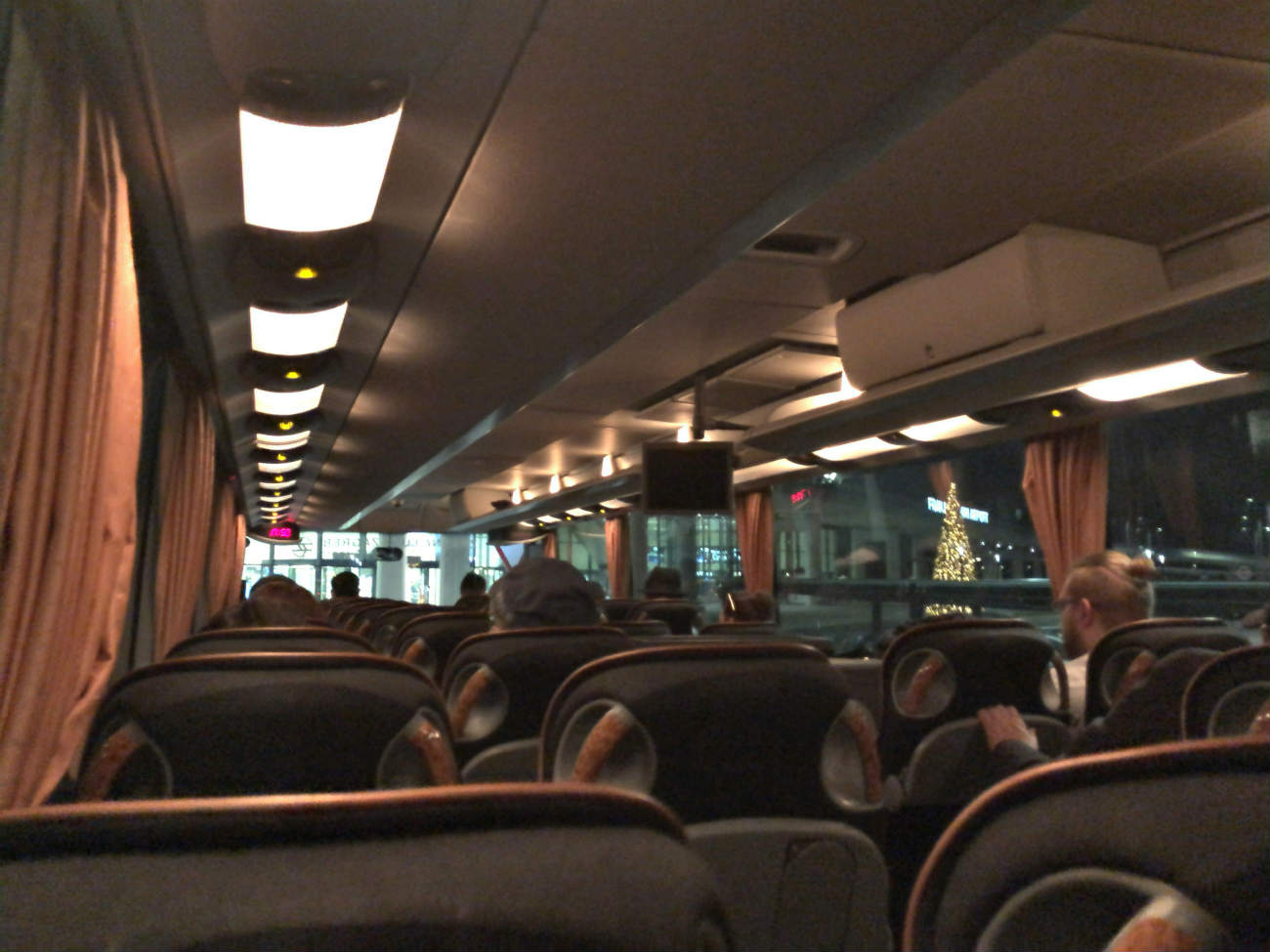 ザグレブ空港から市内へ向かうシャトルバス