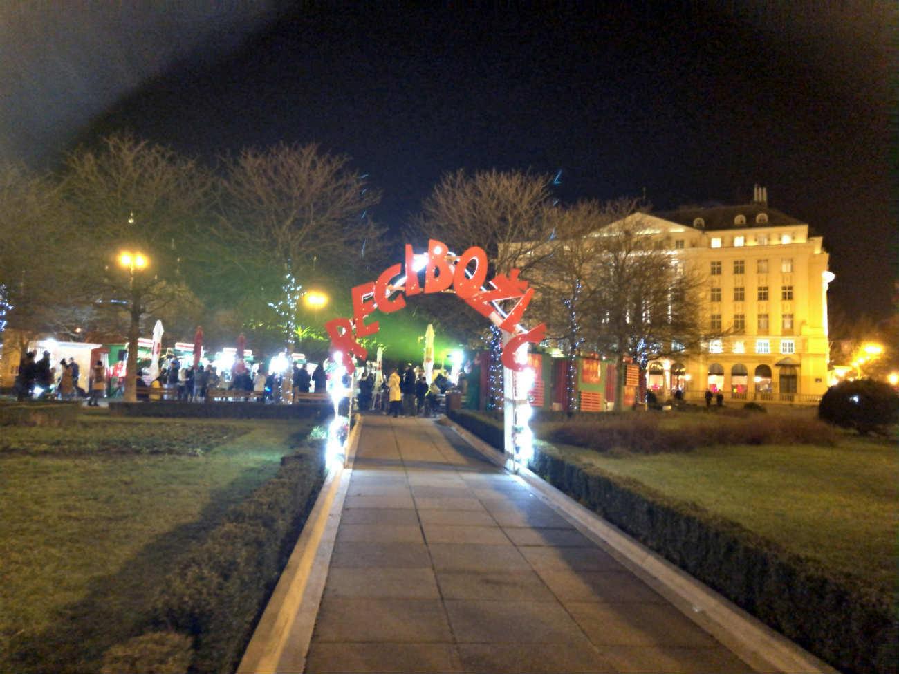エスプレネーデホテル と公園