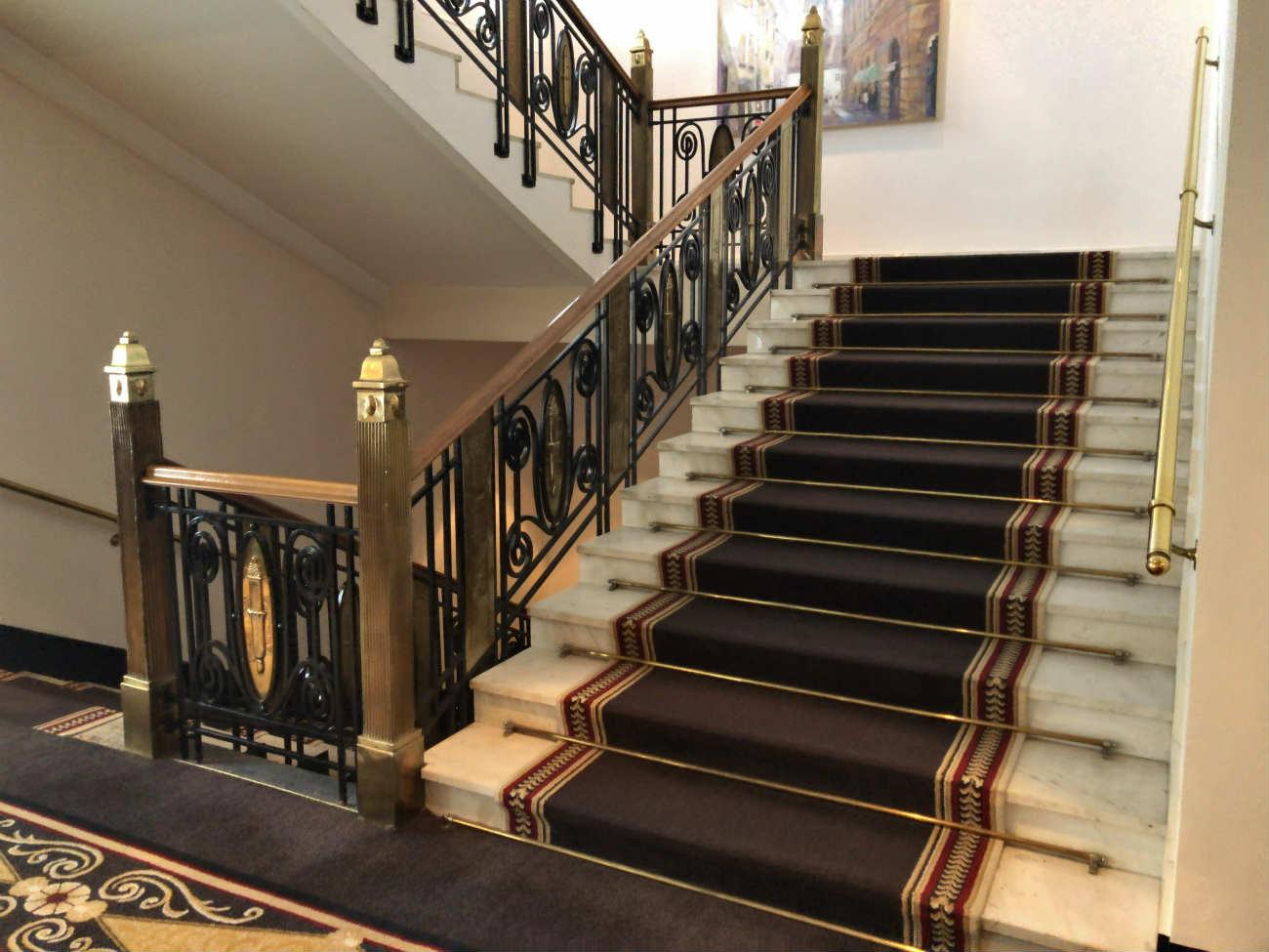 ホテルエスプレナーデの階段
