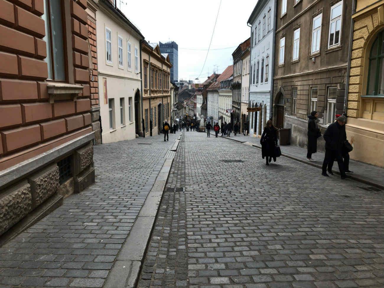 ザグレブ市内の石畳