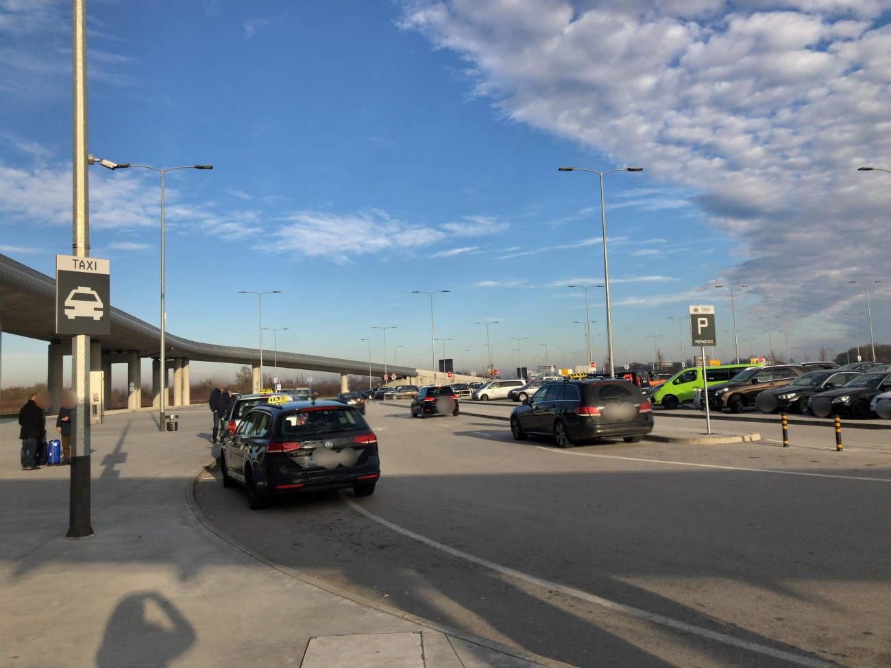 ザグレブ空港のタクシー乗り場