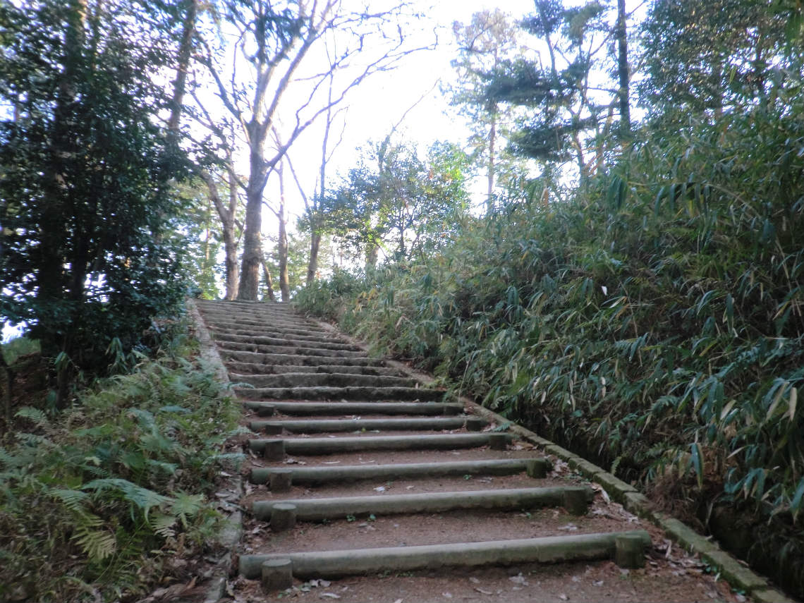 甘樫丘の展望台に行く道