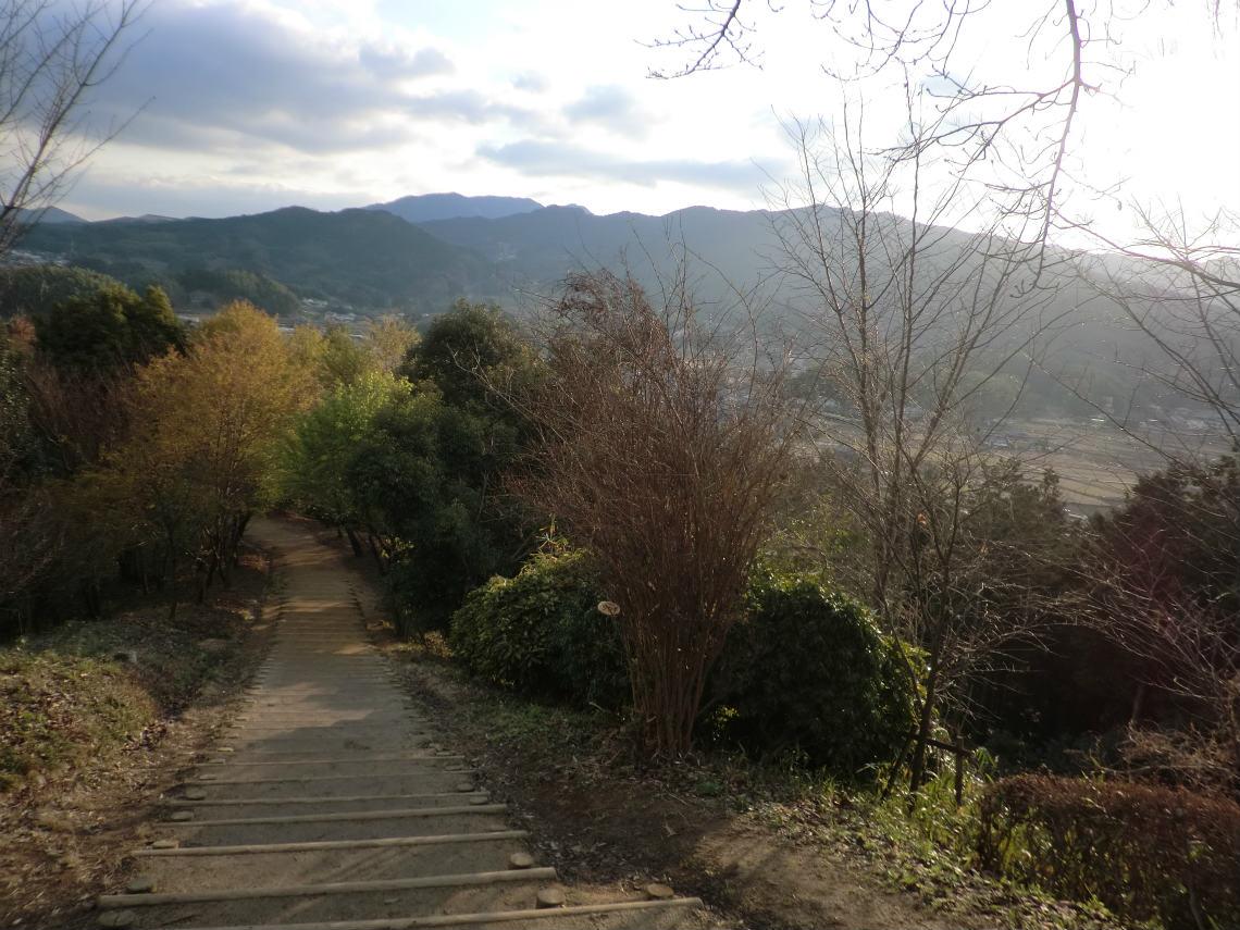 甘樫丘の展望台に続く道