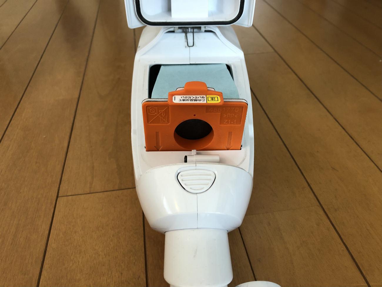 マキタの掃除機の紙パック挿入口